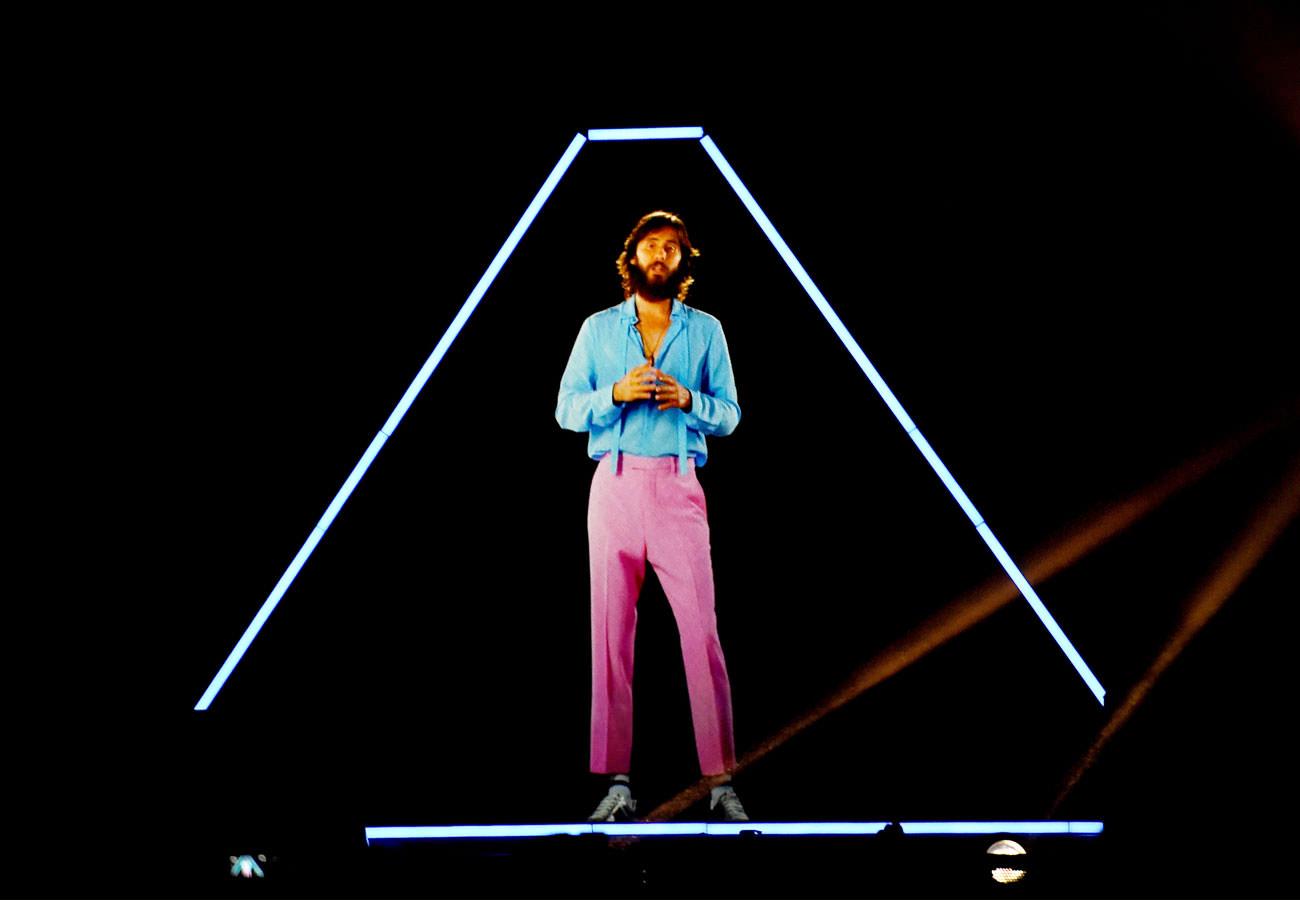 Gucci-Hologram-Horizontal-Man-Repeller